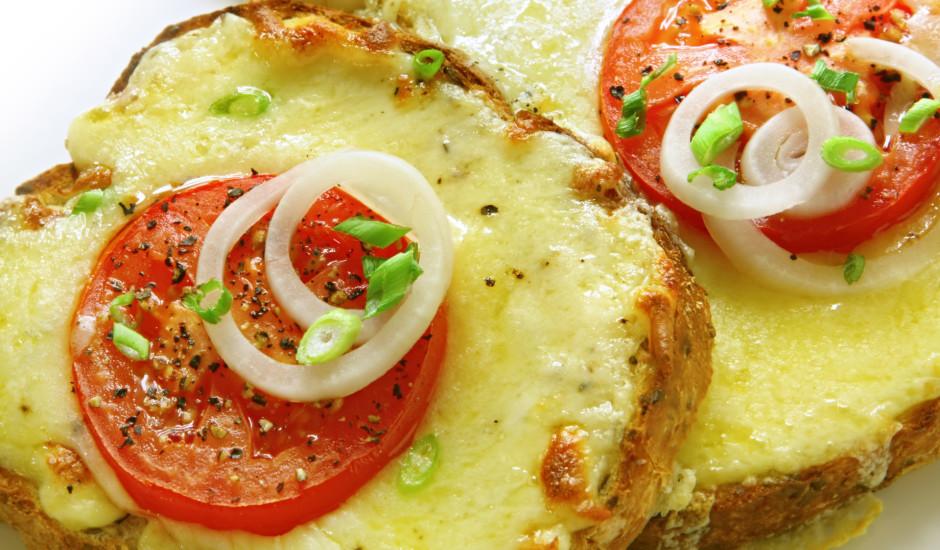Tostermaizītes ar sieru un tomātiem