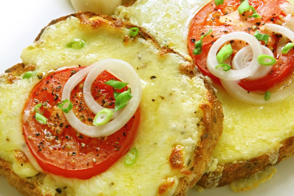 Cep krāsnī ~ 10 minūtes līdz siers apbrūninājies. Pasniedzo...