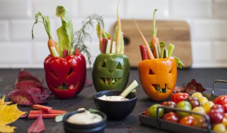 Dārzeņi ar dip mērci Helovīna stilā