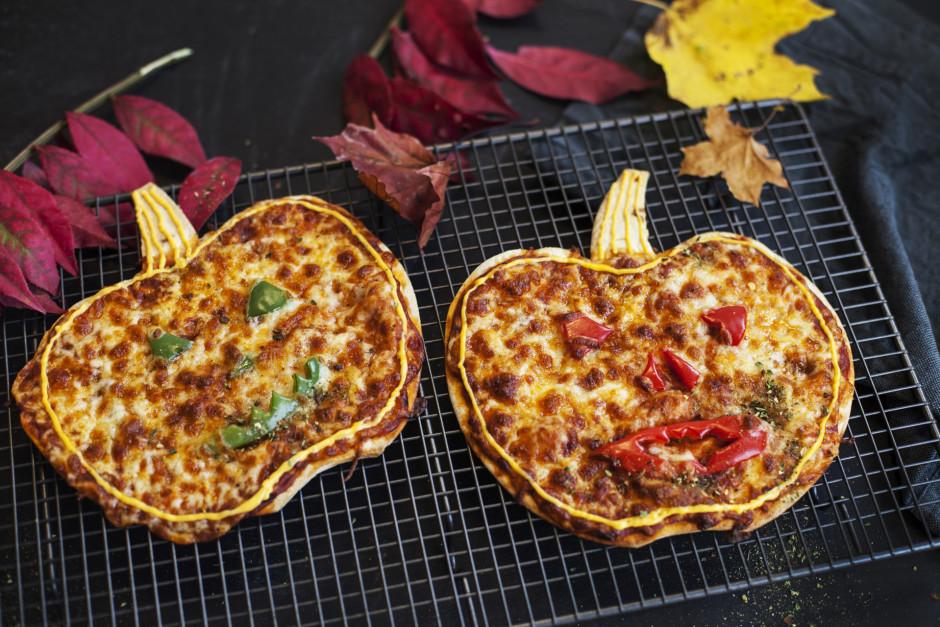 Ielej siera dipu maisiņā ar caurumiņu un iezīmē picas konktū...