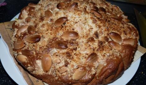 Skāba krējuma kūka ar mandelēm