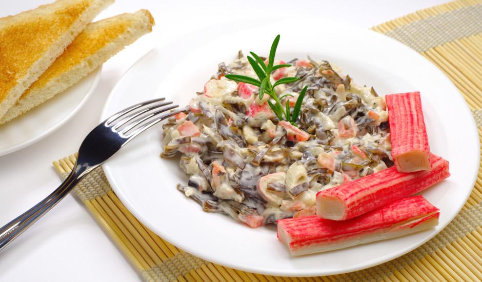 Jūras kāposta salāti ar krabju nūjiņām