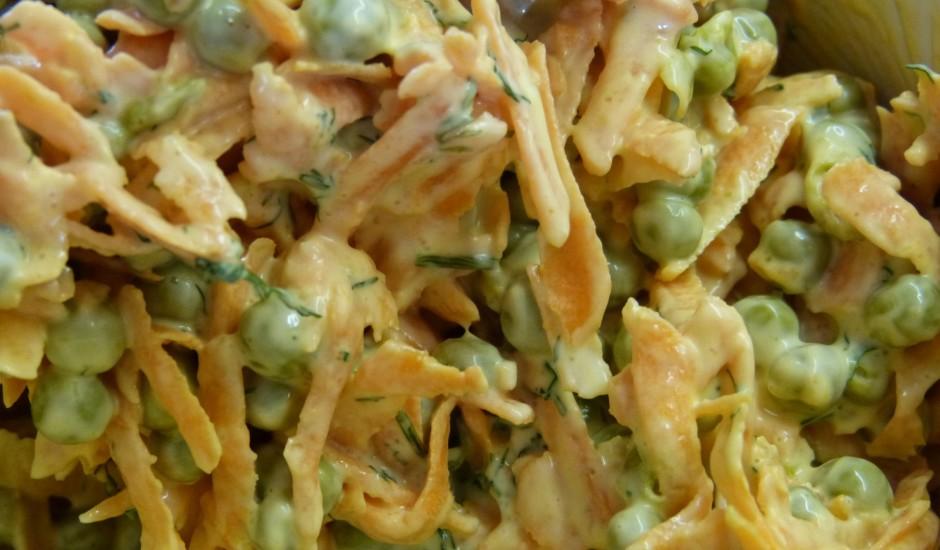 Zaļo zirnīšu un burkānu salāti