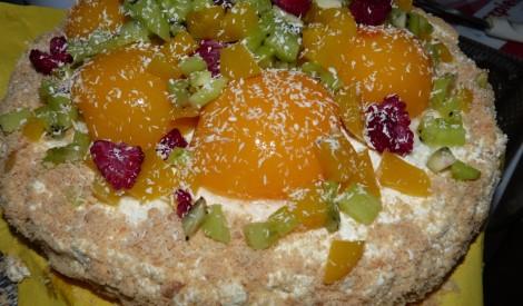 Biezpiena torte ar augļiem