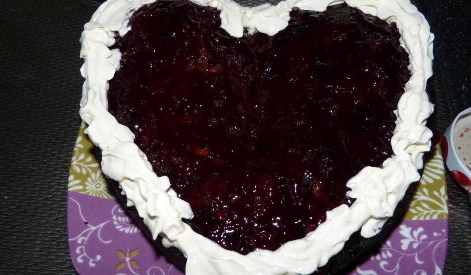 Brūnā šokolādes un valriekstu torte