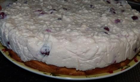 Biezpiena kūka ar ķiršiem
