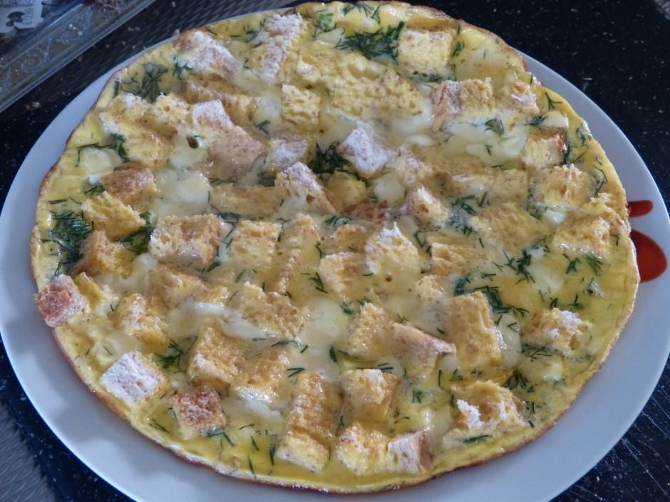 Lai omlete uzpūstos, virsū liek vāku. Noregulē uz mazāko te...