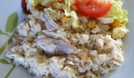 Rīsi ar vistu un rozīnēm