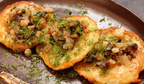 Kartupeļu pankūkas ar cauraudzīti