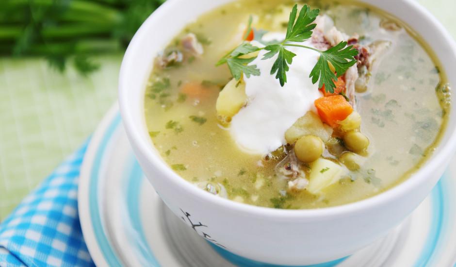 Kartupeļu un zaļo zirnīšu zupa ar kūpinajumu