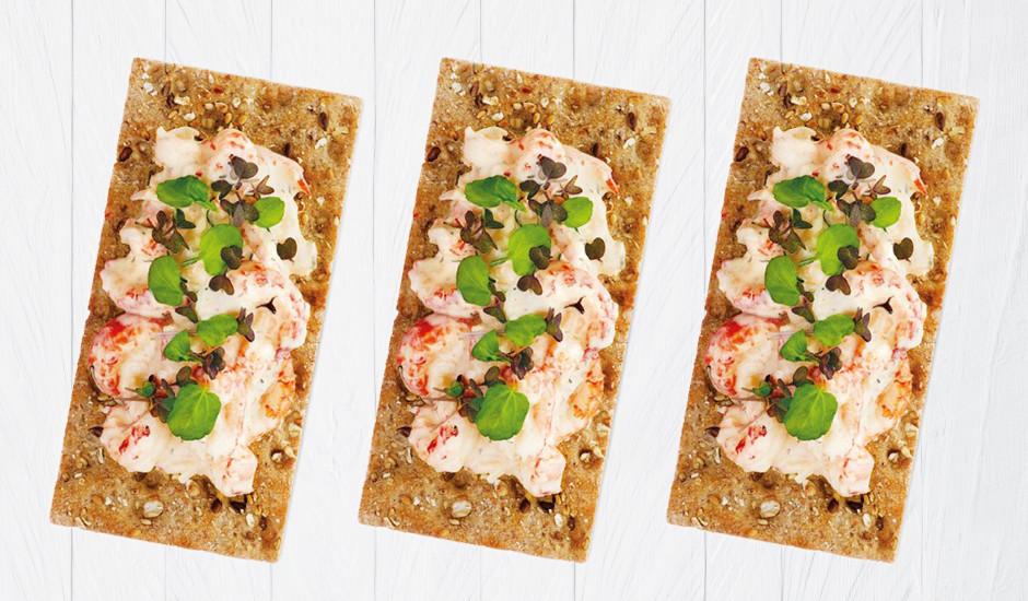 Garneļu salāti uz gardas sausmaizītes