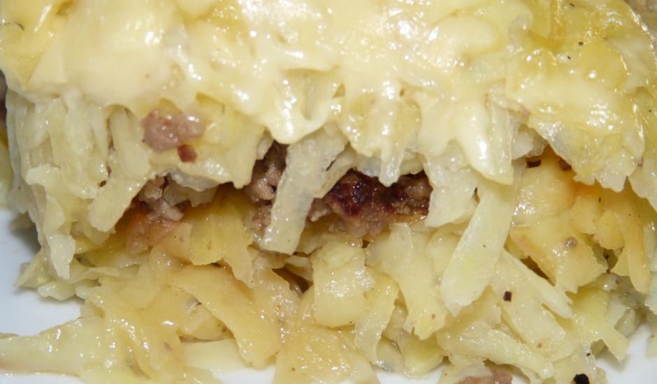 Rīvētu kartupeļu un maltās gaļas sacepums