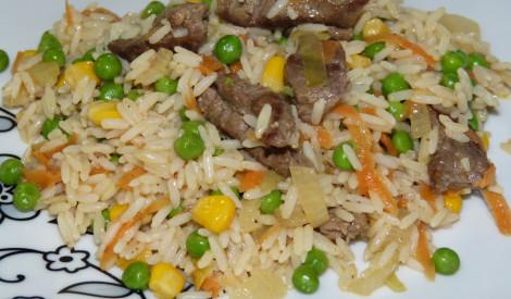 Rīsu, dārzeņu un teļa gaļas sautējums