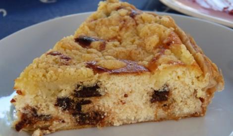 Biezpiena kūka ar rozīnēm un aprikozēm