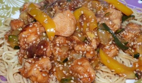 Cālis medū ar olu nūdelēm