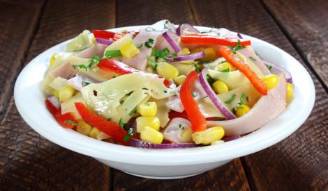 Kukurūzas un šķiņķa salāti