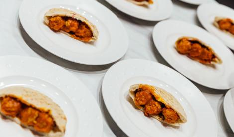 Pitas maize ar gaļas bumbiņām pašu gatavotā tomātu džema mērcē