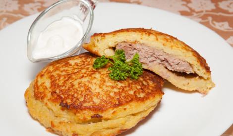 Ar malto gaļu pildītas kartupeļu pankūkas