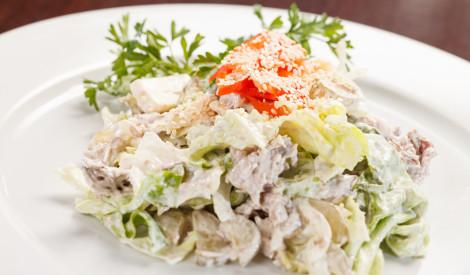 Ķīnas kāpostu salāti ar vistu