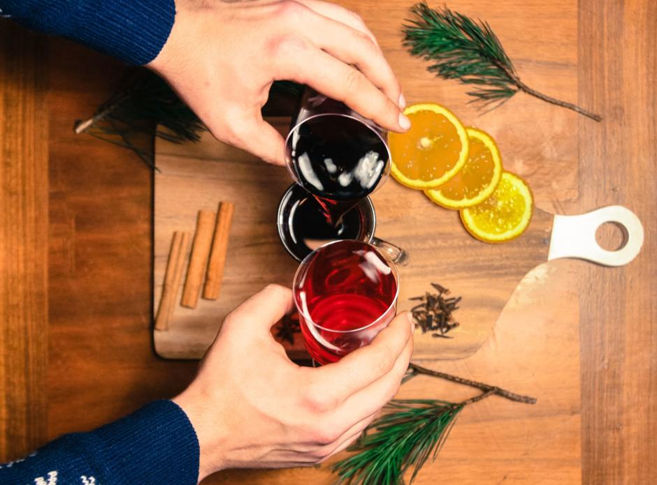 Pielejam sulas un sīrupu šādās proporcijās: 3 daļas, vīnogu...