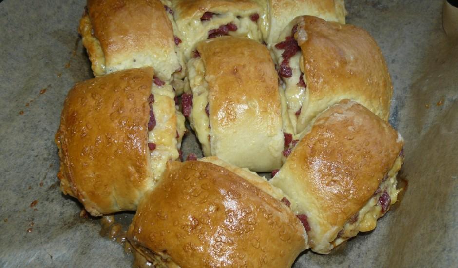 Pikantās maizītes ar šķiņķi un sieru