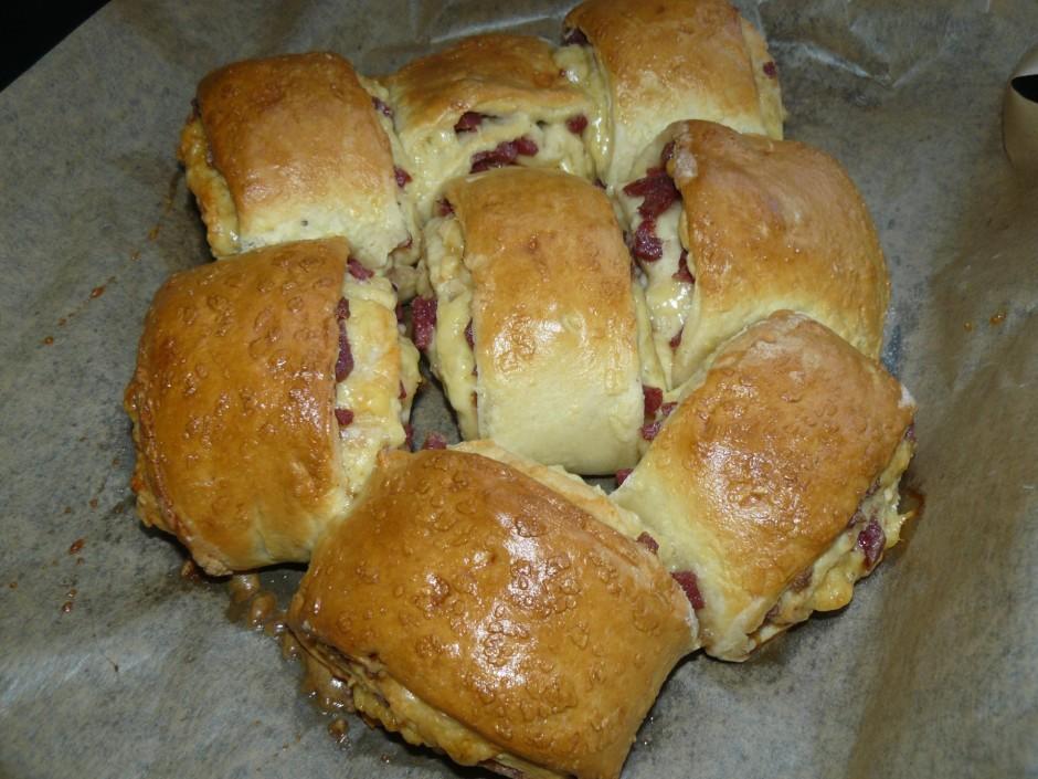 Apsmērē ar to maizītes gabaliņus un cep karstā cepeškrāsnī 1...