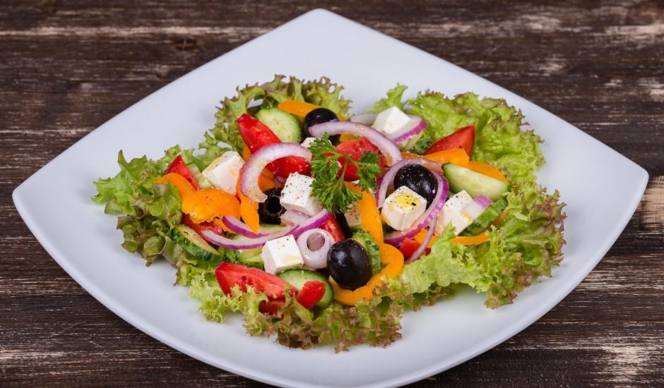 Dārzeņu salāti grieķu gaumē
