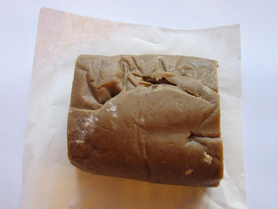 Siera kūkas pamatnei var izmantot smilšu mīklu, pilngraudu c...