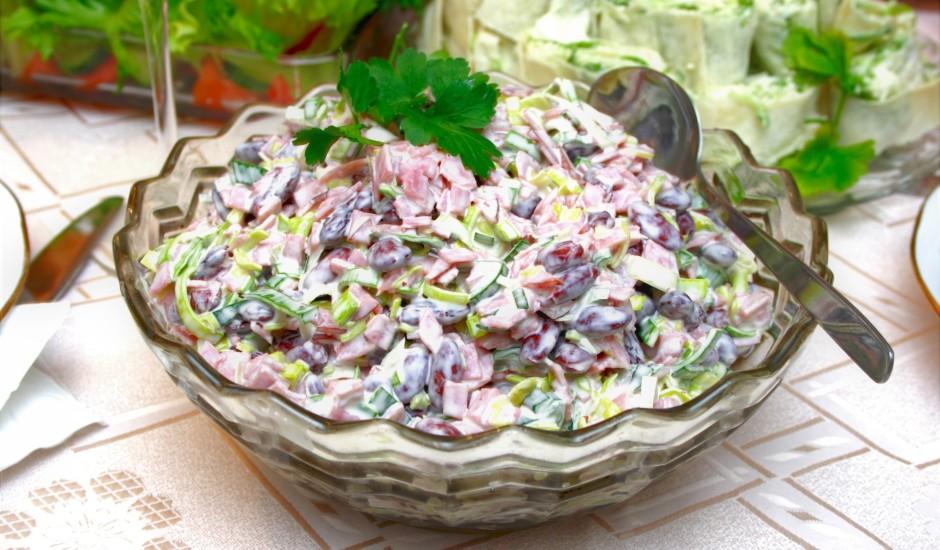 Pupiņu salāti ar puravu un šķiņķi