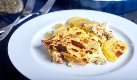 Kartupeļu sacepums ar krējumu un sieru