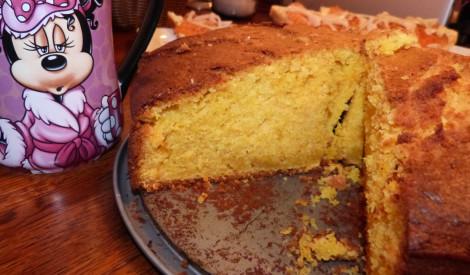 Oranžā burkānu kūka