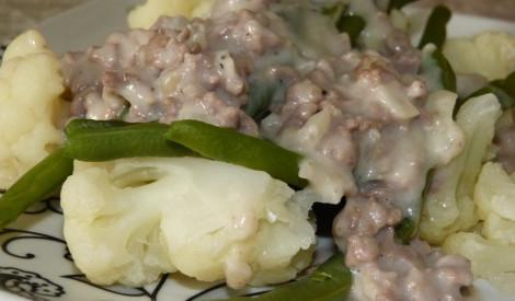Maltā gaļa ar pupiņām un ziedkāpostiem