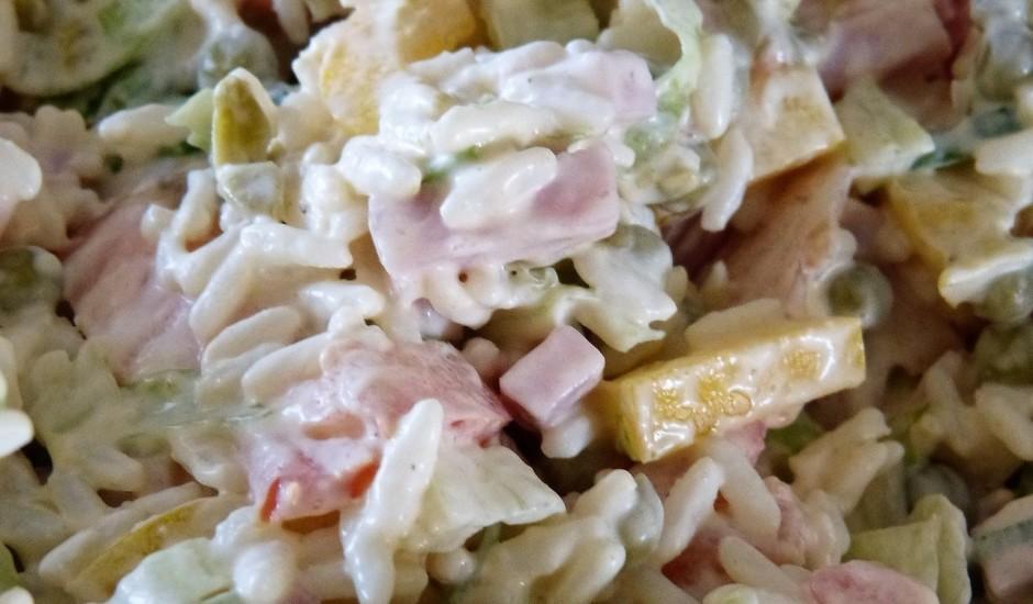Šķiņķa un rīsu salāti
