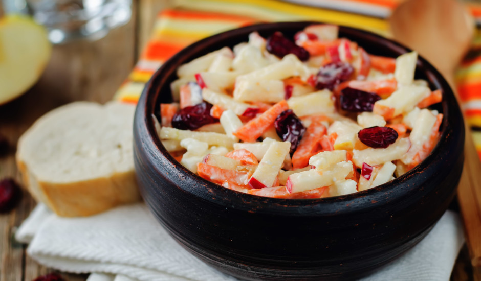 Burkānu - ābolu salāti ar žāvētām dzērvenēm