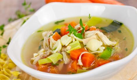 Vistas zupa ar burkāniem, puraviem un makaroniem