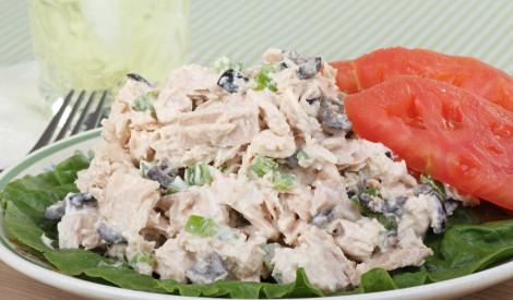 Tunča salāti ar olīvām