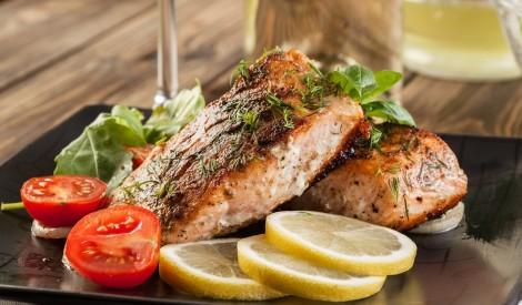 Reizi nedēļā ēd treknu zivi! Kāpēc? Veselīgi!