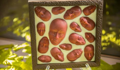 """""""Laimas"""" šokolādes muzejā unikāla šokolādes skulptūru izstāde"""