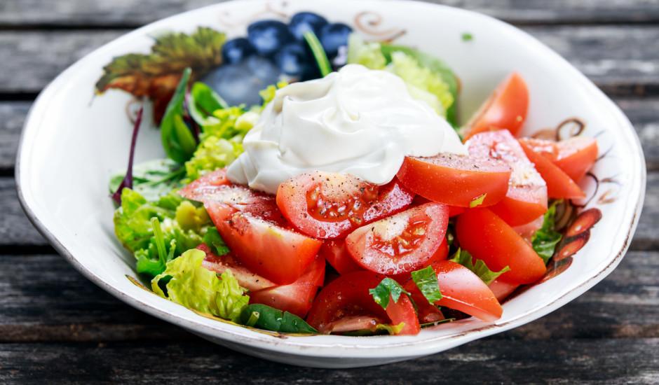 Lapu salāti ar tomātiem