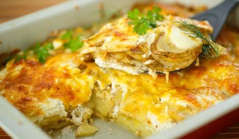 Kartupeļu un siera sacepums pienā