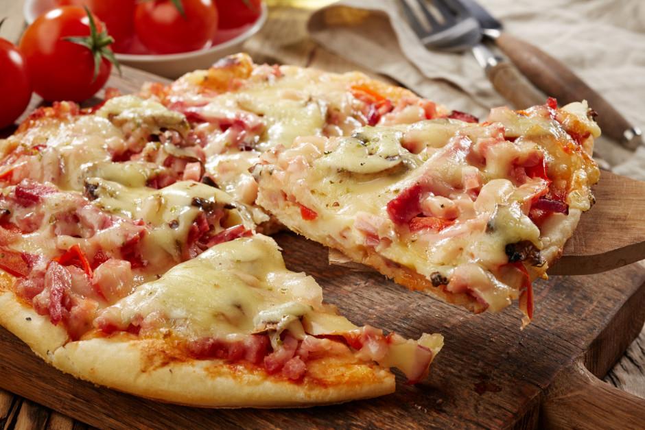Picu cep iepriekš sakarsētā krāsnī 180 grādo apmēram 30 minū...