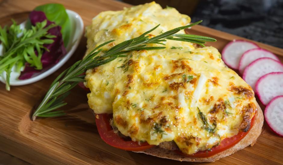 Gardās karstmaizes ar tomātiem un sieru