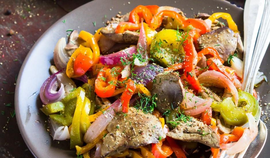 Vistu akniņu  un paprikas siltie salāti