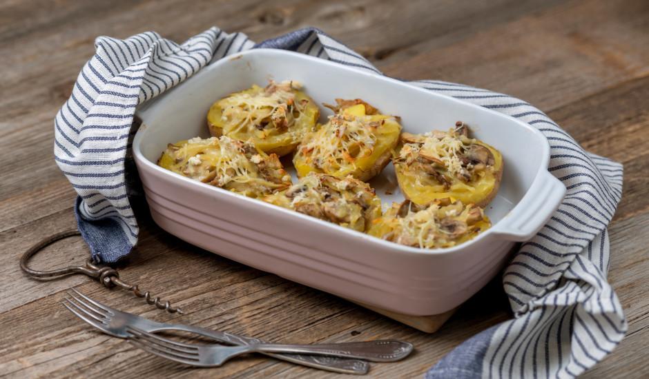 Pildīti kartupeļi ar sēnēm