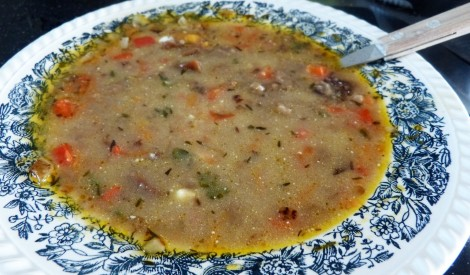 Dārzeņu zupa ar rupjmaizi