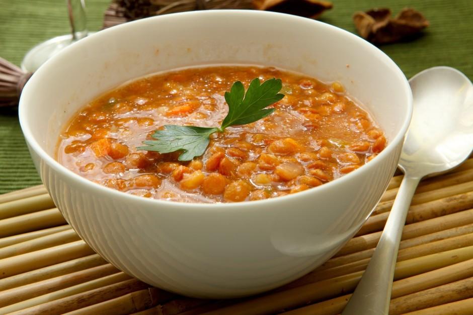 Pievieno tomātus un sautē vēl 30 minūtes.  Lai labi garšo!