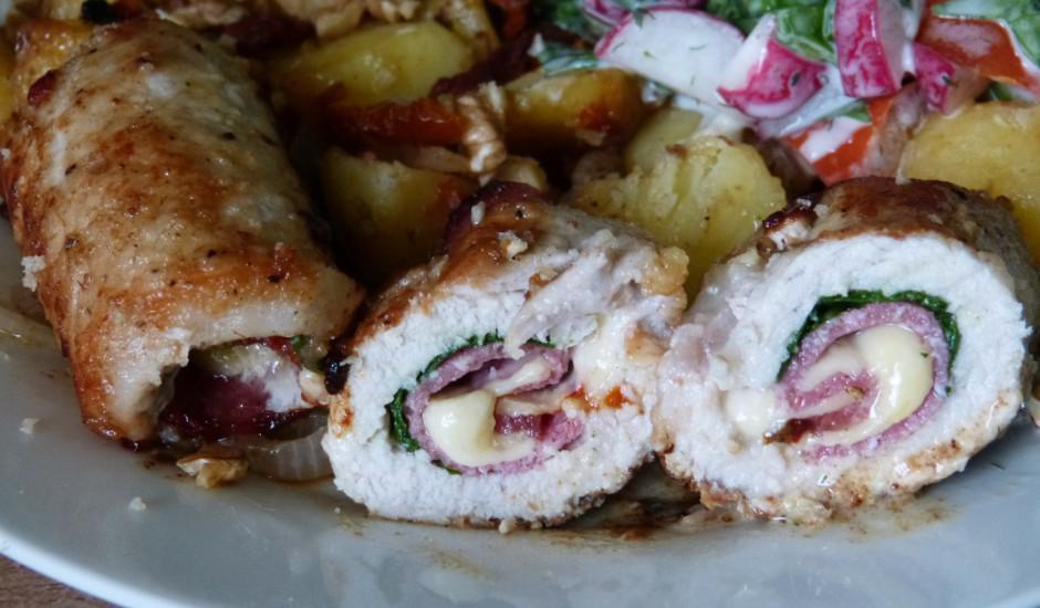 Ar salami pildīta karbonāde, piedevās kartupeļi ar rozmarīnu