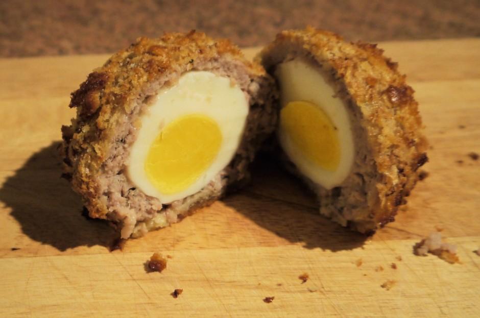 Tā lūk izskatās ola maltās gaļas kažokā. Pasniedz ar piedevā...
