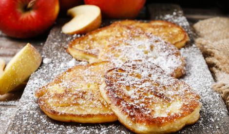 Rīvētu ābolu pankūkas