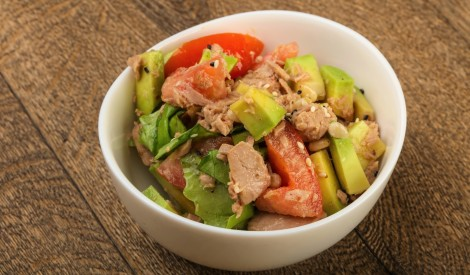 Tunča, avokado, tomātu salāti